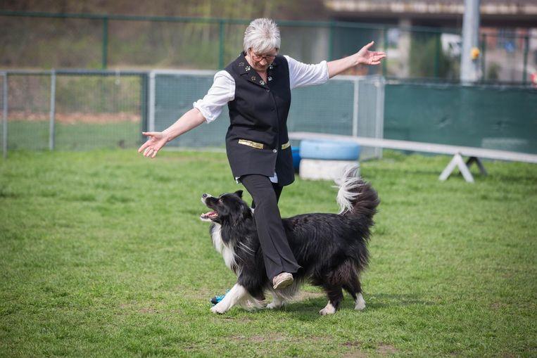 Astrid met haar hond Reu.