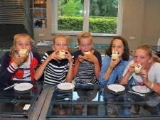 1.556 taartjes voor jarige Carolus in Helmond