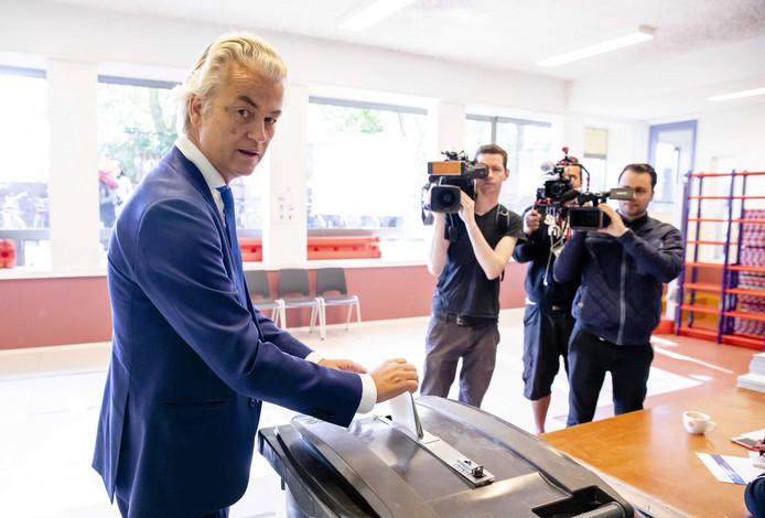 Geert Wilders (PVV) tijdens zijn gang naar de stembus