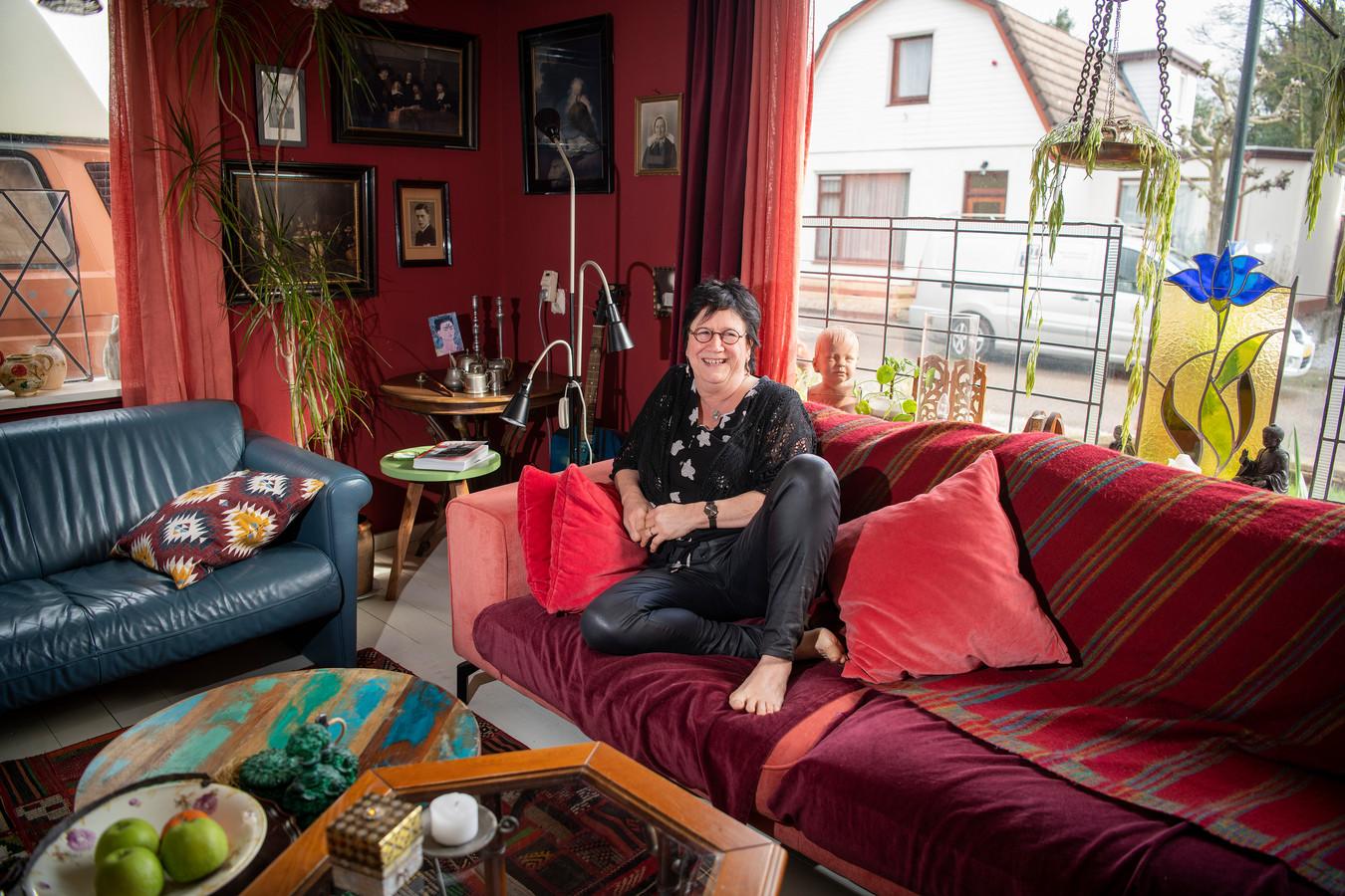 Voormalig café-eigenaar Marja Fahner zet haar huiskamer open voor concerten. ,,Gewoon af en toe.''