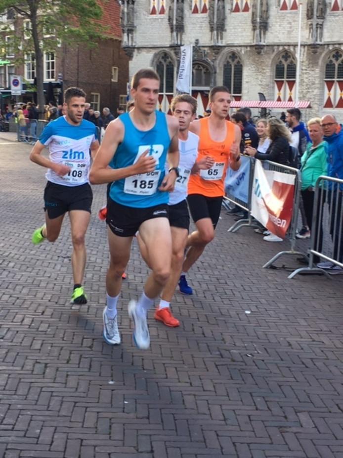 Het leidende kwartet na de eerste doorkomst. Van links naar rechts: Tim Pleijte, Maikel Peeman, Tim van den Broeke en Floris Willeboordse.