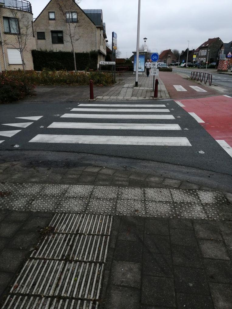 De reds geplaatste glasbolreflectoren aanhet kruispunt Mussenhoevelaan – Vremdesesteenweg – Gillegomstraat.