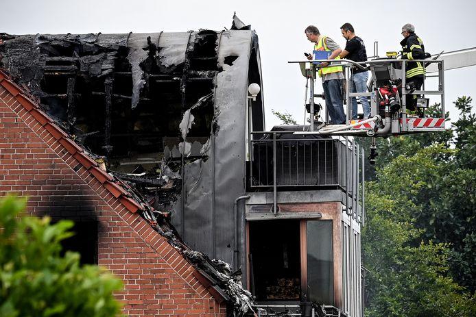 De brand die na de crash ontstond, verwoestte het volledige dakappartement.