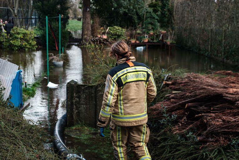 De brandweer kwam woensdagmiddag ter plaatse om het water weg te pompen.