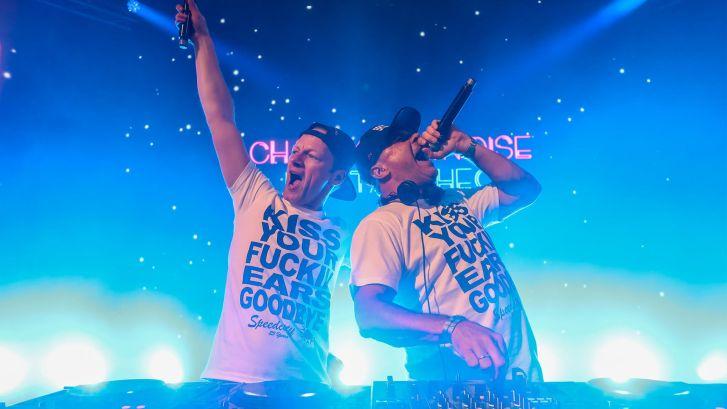 Legendarisch DJ-duo maakt intieme happy hardcore show