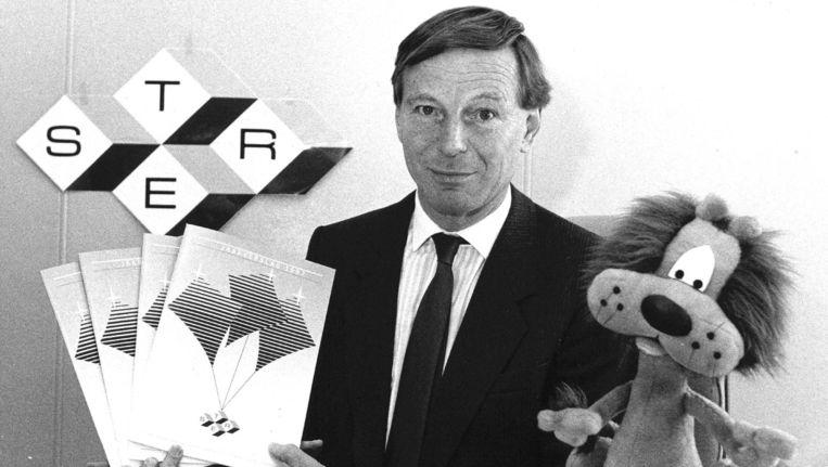 Ster-directeur J.C. Smeekes samen met Loeki de Leeuw in 1987. Beeld anp