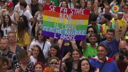 Duizenden Italianen vieren feest op Gay Pride in Rome