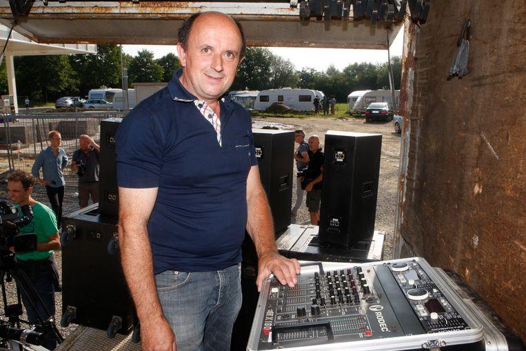 In 2013 was DJ Jos de 'hit' toen hij met luide muziek de zigeuners in Landen moest helpen verjagen.