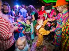 Indoor-optocht in Baviaonenland: 'Een optocht kijken hoort gewoon bij het carnavalsfeest'