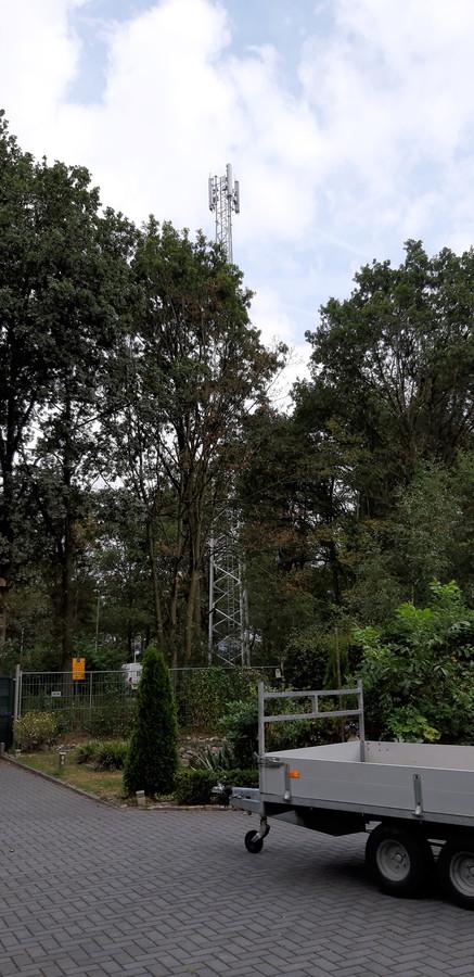 Verplaatsing van de zendmast aan de Schipleidelaan naar een alternatieve locatie kost minimaal twee ton. Extra kosten die de KPN niet wil betalen maar bij de gemeente worden neergelegd.