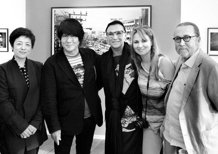 Met fotograaf Daido Moriyama (tweede van links) Beeld