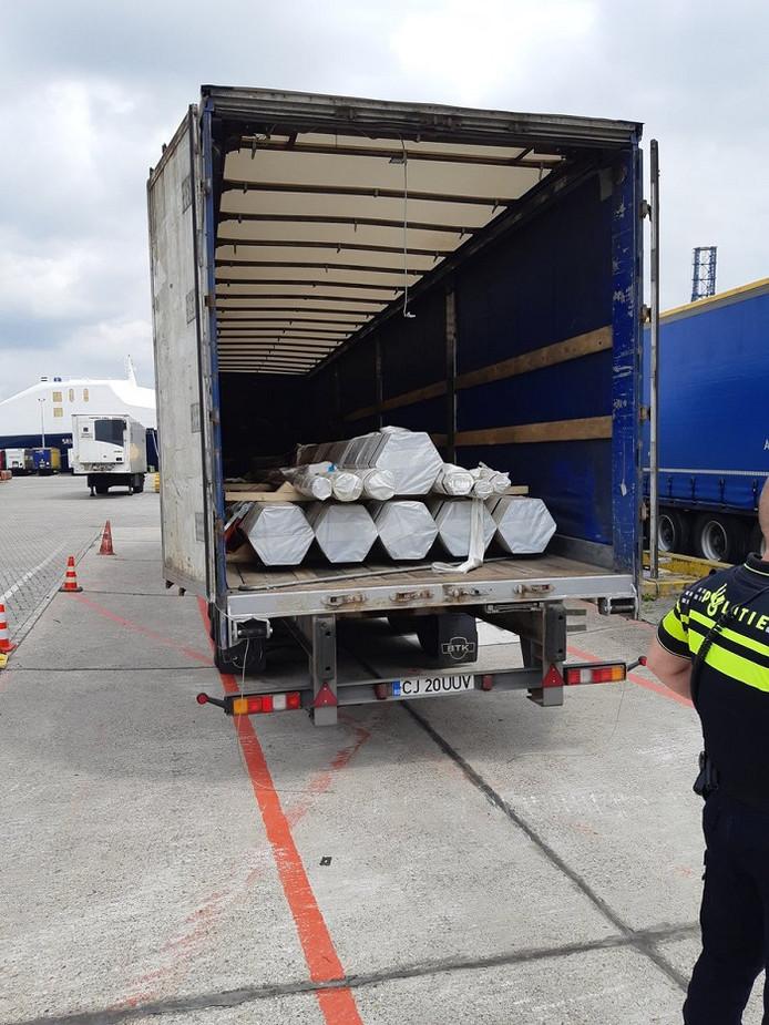 De vreemdelingen zaten in een trailer met Roemeens kenteken.