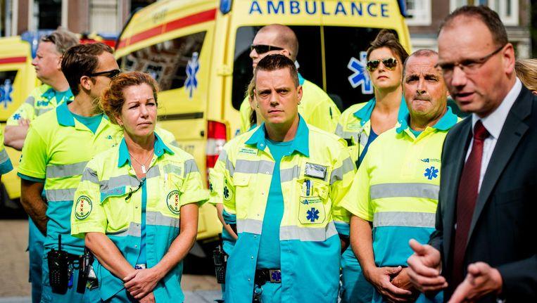 Het is niet voor het eerst dat de ambulancemedewerkers in actie komen. In 2015 staakten ze meerdere dagen voor meer loon en een lagere werkdruk. Beeld anp