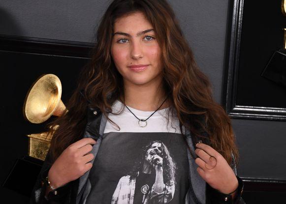 Toni Cornell zorgde er zondag tijdens de uitreiking van de Grammy Awards in Los Angeles voor dat haar vader Chris niet wordt vergeten. De 14-jarige droeg een T-Shirt met zijn afbeelding.