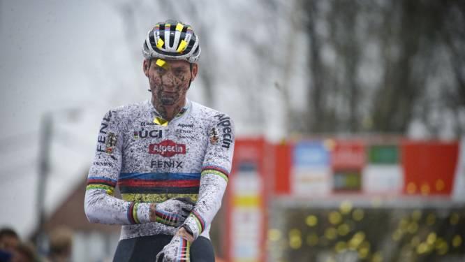 """Van der Poel is op kruissnelheid, maar ziet vandaag Van Aert als favoriet: """"Wout rijdt een thuiscross"""""""