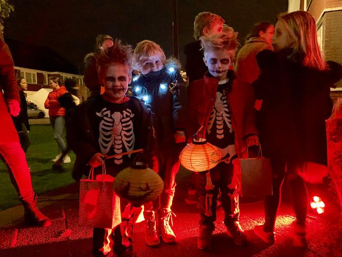 Kinderen werden tijdens het Halloween spektakel op meer dan alleen snoep getrakteerd