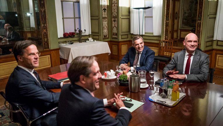 De partijleiders van de vier coalitiepartijen: Rutte (VVD), Pechtold (D66), Buma (CDA) en Segers (ChristenUnie) Beeld Freek van den Bergh