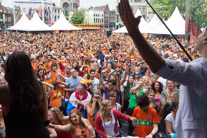 De Neude tijdens een eerdere Koningsdag. Ook tijdens de Tour de France was dit een van Utrechts feestpleinen.