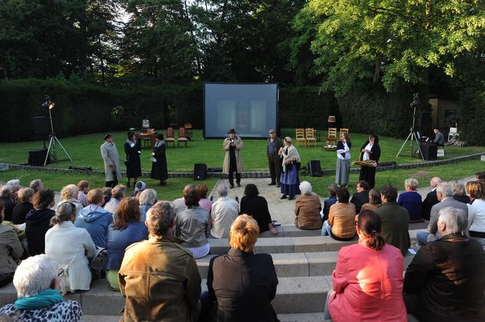 Bij een voorstelling in het openluchttheater is de sfeer altijd goed in het Vrouwenhof, maar daarna gaat het vaak mis.