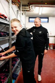 Tijs (14) geniet van zijn werk als materiaalman van FC Utrecht