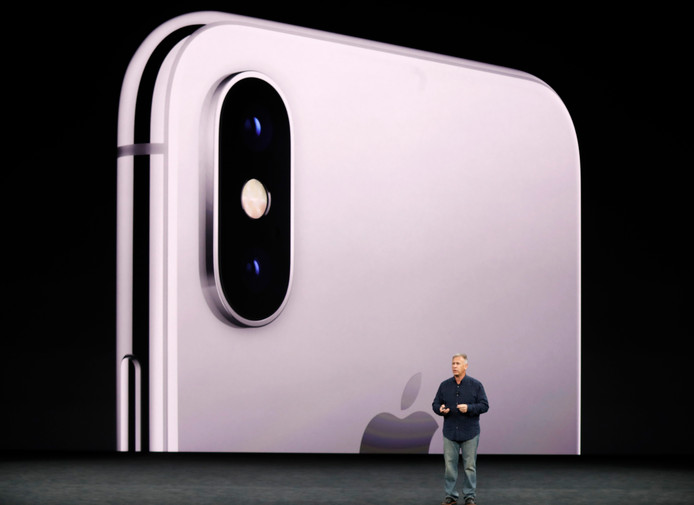 Phil Schiller introduceert de iPhone X.
