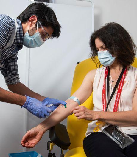 Farmareuzen leveren vaccins in ijltempo: 'Zware bijwerkingen hadden we al moeten zien'