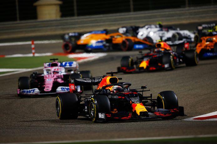 Max Verstappen voor Sergio Pérez en Alexander Albon in de GP van Bahrein.