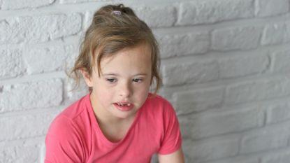 """Lina (9) zag al zes weken haar mama en papa niet: """"Ze was zo blij toen ze ons op schermpje zag"""""""
