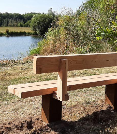 Herinneringsbankje in Bomenpark geplaatst: 'Rust even en geniet'