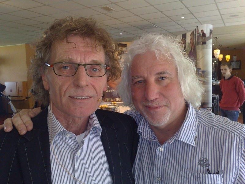 De bedenkers van de gouden keien-campagne: links Martie Dekkers, rechts Toine van Corven. Foto Toine van Berkel/BD