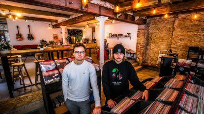 """Jonge Bruggelingen starten platenzaak: """"Vinyl voor een breed publiek"""""""
