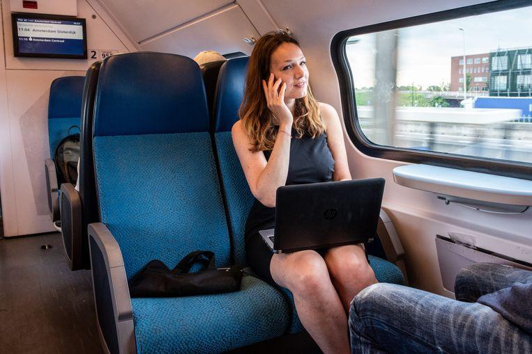 ...soms met de trein. Beeld Simon Lenskens
