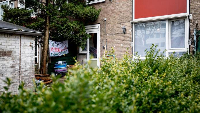 Uitgeprocedeerde asielzoekers hebben 22 panden gekraakt in de Rudolf Dieselstraat.