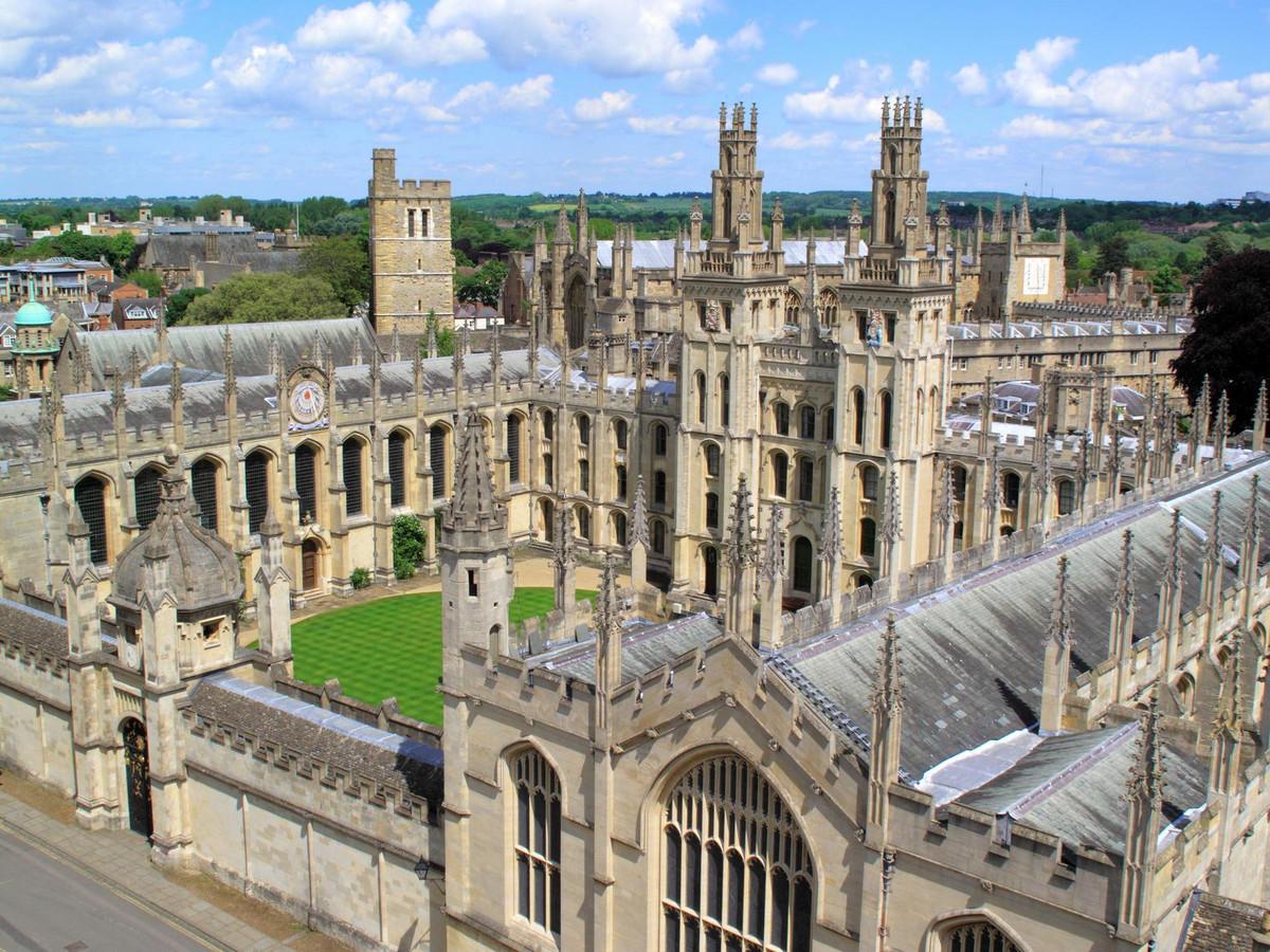 De jaarlijkse wereldranglijst van het gespecialiseerde Londense magazine Times Higher Education wordt net als vorig jaar aangevoerd door de universiteit van Oxford.