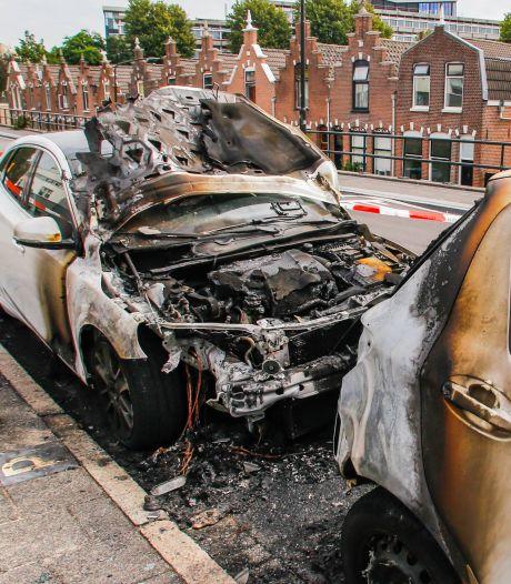 Twee auto's beschadigd bij brand in Dordrecht