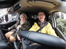 Een taxirit met een gezellig praatje: AutoMaatje moet mensen uit isolement halen