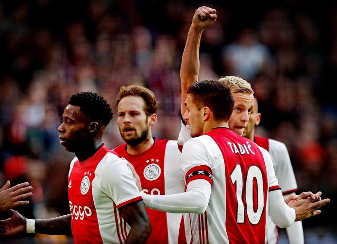 Vreugde bij de spelers van Ajax in de thuiswedstrijd tegen FC Utrecht, die met 4-0 werd gewonnen.