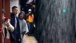 Hevige regenval zet metrostations NYC onder water