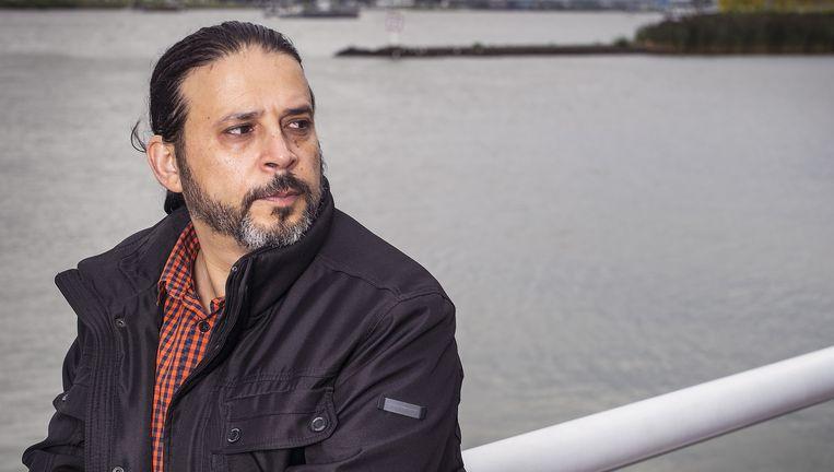 Mohammed Karim Labidi uit Tunesië vertelt in Dordrecht zijn heftige levensverhaal. Beeld null
