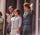 Prins Bernhard, prinses Christina en kroonprinses Beatrix op het bordes tijdens het defilé, 1965.