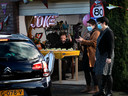 Feest vanuit de garage voor de tachtigste verjaardag van Joke van Gent.