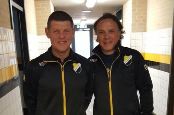 Hoofdcoach Harry La Vallette (r) en tweede elftaltrainer Geert Voets van Reusel Sport.