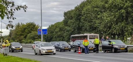 Botsing met vijf auto's op A59 bij Drunen, linkerrijstrook dicht