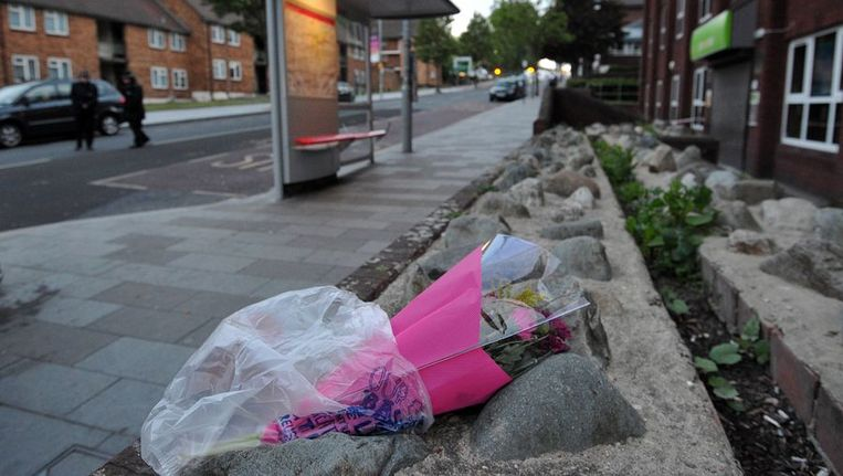 Op de plek van de bloedige aanval zijn bloemen neergelegd. Beeld afp