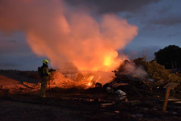 Op de Voorweg in Zoetermeer liep gisteravond een kampvuur uit de hand.