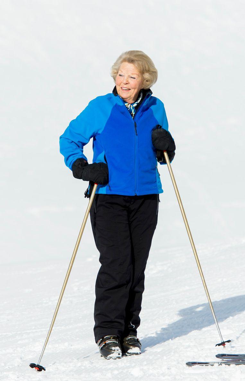 Prinses Beatrix hoeft niet meer mee te doen met de jaarlijkse wintersportfotosessie, maar skiet nog wel in Lech. Beeld Hollandse Hoogte / Frank van Beek Fotografie
