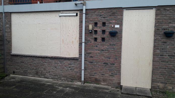 De dichtgetimmerde flat van Norbert de J. in de Arnhemse wijk Presikhaaf. Hier deed de politie een huiszoeking in de woning.