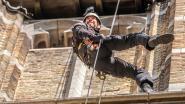 """Monumentenwachters dalen 60 meter hoge toren van kathedraal af: """"Je mag geen hoogtevrees hebben"""""""