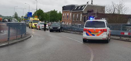 Opvallend vaak uit de bocht op Oude IJsselbrug: Zutphen grijpt in