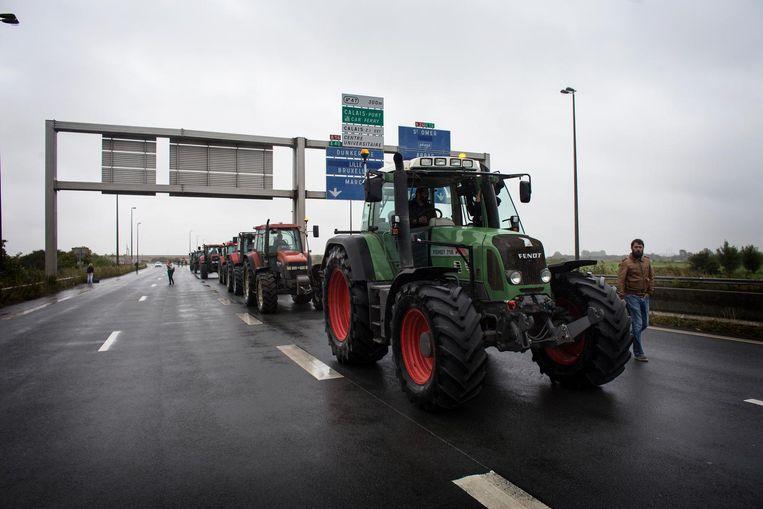 De snelweg werd geblokkeerd door tractors. Beeld Bart Koetsier